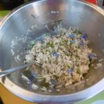 geraspelte Eiszapfen-Radieschen mit Boretsch-Blüten